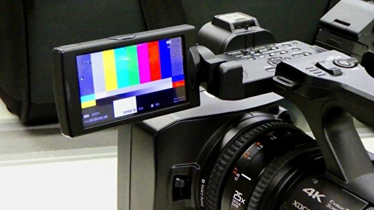 撮影用のビデオカメラ