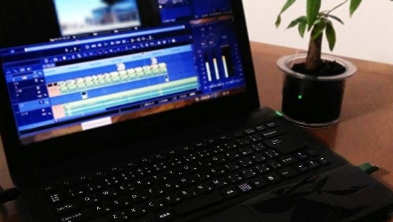 ノートパソコンを使って動画を編集